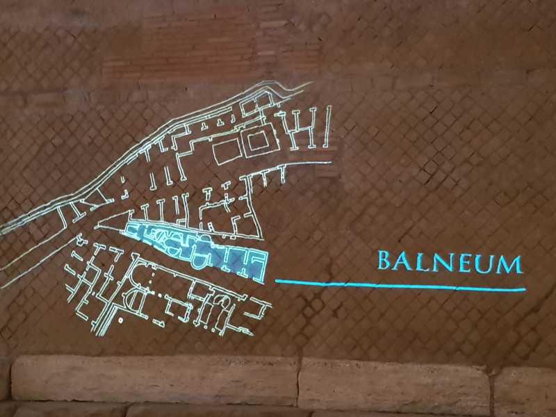 Proiezione della pianta del quartiere antico e indicazione del balneum