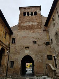 Complesso dei Quattro santi Coronati. Primo cortile e torre campanaria