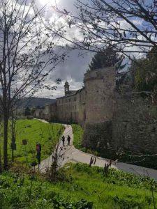 La passeggiata lungo la cinta muraria meridionale