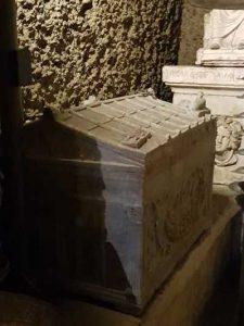 Ipogeo dei Volumni, l'urna romana