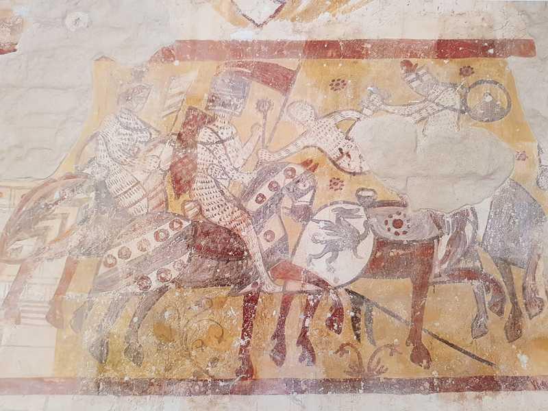 San Bevignate a Perugia, l'affresco con la battaglia dei cavalieri templari in controfacciata