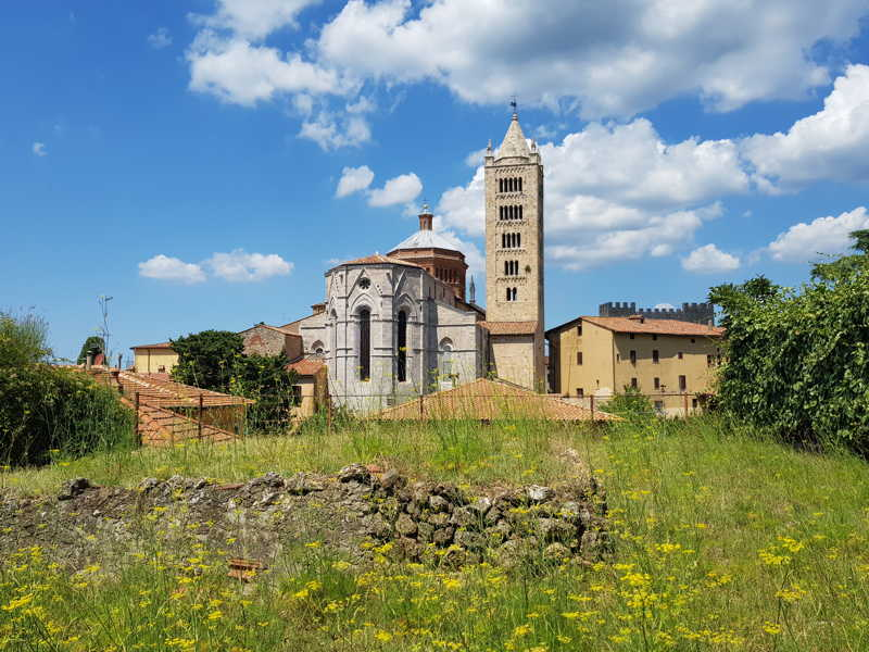 La Cattedrale di san Cerbone vista dall'abside