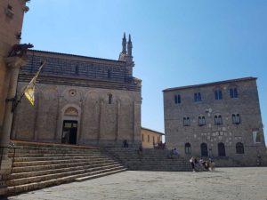 Piazza Garibaldi, la Cattedrale e Palazzo Pretorio