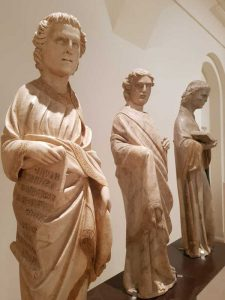Statue di profeti, santi e apostoli