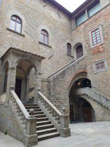 Cortile di palazzo Casali, sede del Maec di Cortona
