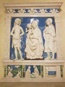 Bottega di Andrea della Robbia, Madonna con il Bambino e i santi Sebastiano e Giuliano