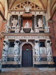 Chiesa di Santa Maria Gloriosa dei Frari, il monumento funebre del doge Giovanni Pesaro