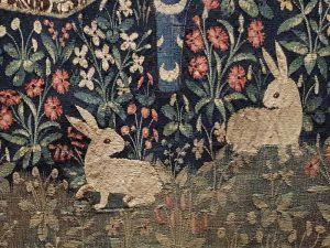 Dama con l'unicorno, il gusto - dettaglio di due conigli