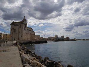 Cattedrale e castello di Trani dal molo