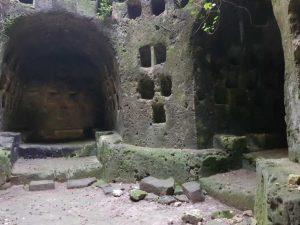 Ipogeo di Torre Pinta, la torre colombaria, il vano circolare - dettaglio delle nicchie