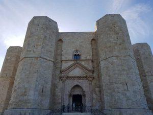 Castel del Monte, l'ingresso