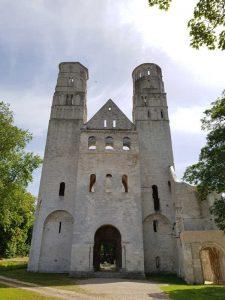 Facciata della chiesa abbaziale di Notre-Dame