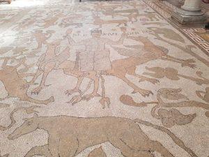 Alessandro Magno in volo su due grifoni