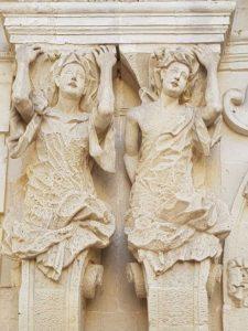 Dettaglio delle Cariatidi del portale di palazzo Marrese