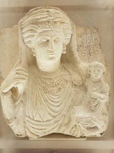 Busto funerario femminile con figlio, e iscrizione, Musée du Louvre