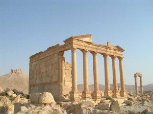 Tempio funerario di Palmira e dietro il castello