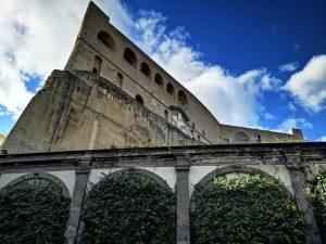 Sperone di Castel sant'Elmo dal Cortile d'onore della Certosa di san Martino