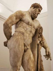 Ercole Farnese (dettaglio) - Cortile