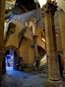 Palazzo Davanzati, corte e scala di accesso ai piani