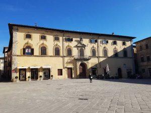 Sansepolcro, piazza della Berta con palazzo Pichi Sermolli