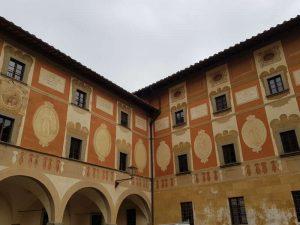 Seminario, dettaglio della facciata affrescata