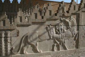 Persepoli, Trypilon, Facciata nord con scena di combattimento tra leone e toro
