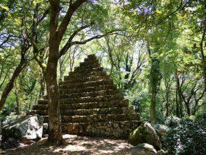 Piramide nel Bosco Isabella