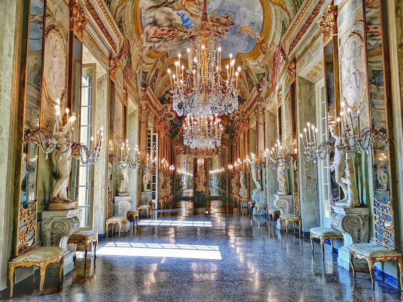Palazzo Reale, Galleria degli specchi. Rolli di Genova