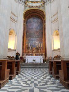 Altare maggiore e pavimento mosaicato bianco e nero