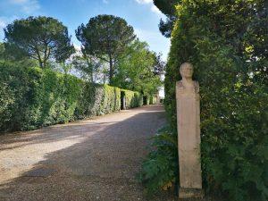 Viale di Villa Medici con Erma