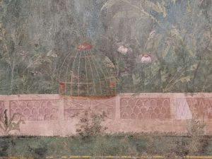 Gabbietta e fiori, e balaustra in marmo