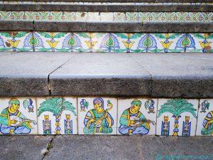 Dettaglio delle maioliche della Scala di Santa Maria del Monte